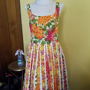 Pocketed flowery dress